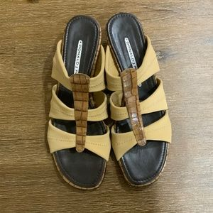 DONALD J PLINER FABRIC AND LEATHER SANDALS SZ 7N
